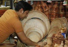Vendedores de utensilios de barro dicen que la demanda baja cada año:(Foto Prensa Libre: Hemeroteca PL)