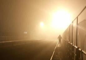 Tránsito denso y retraso de vuelos por neblina