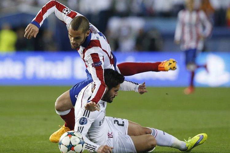 Suárez fue jugador del Atlético de Madrid y jugó la final de la Champions ante el Real Madrid. (Foto Prensa Libre: Hemeroteca)