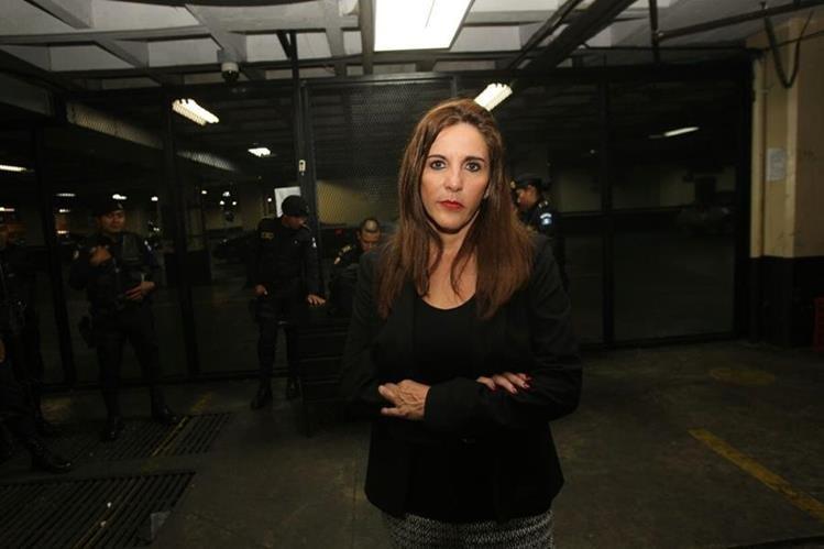 Ana Graciela López fue llevada a tribunales para que hacerle saber los motivos de su detención. (Foto Prensa Libre: Érick Ávila).