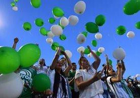 Llanto y dolor en homenaje a jugadores deChapecoense.