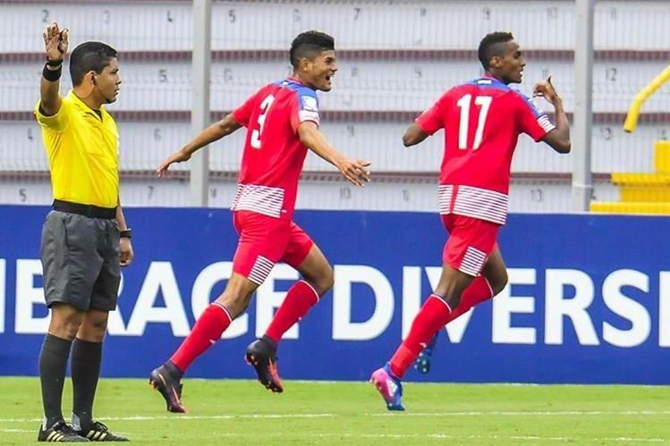 Los jugadores de Panamá Andres Andrade (3) y Leandro Avila (17) celebran un gol ante Estados Unidos. (Foto Prensa Libre: EFE)