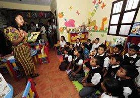 En el cantón La Unión, Parramos, Chimaltenango, funciona la biblioteca número 12. (Foto Prensa Libre: Cortesía Fundación Riecken)
