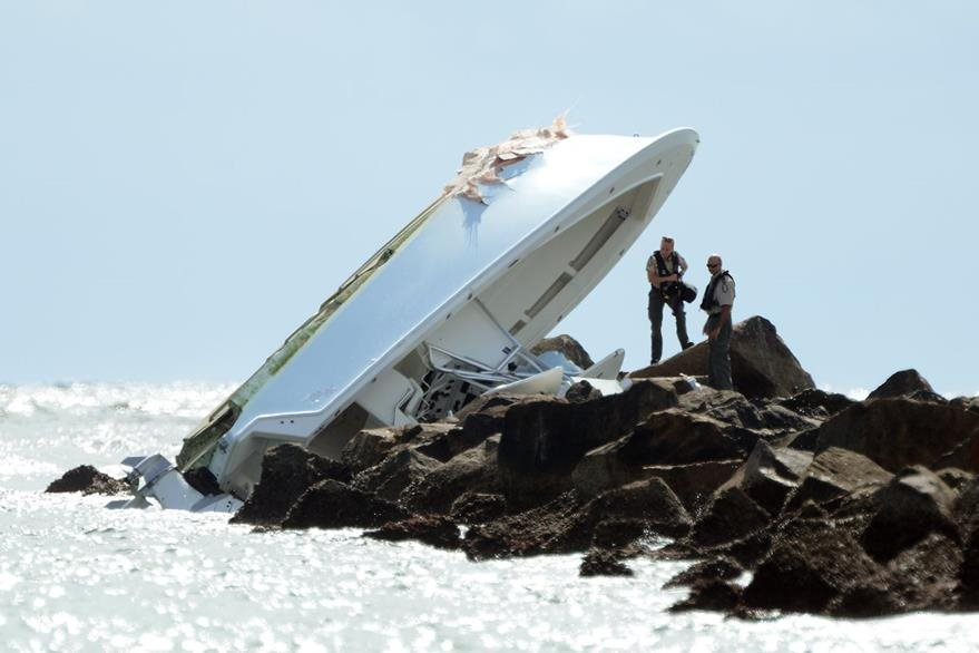 Así fue encontrado el barco de Fernández. (Foto Prensa Libre: AP)