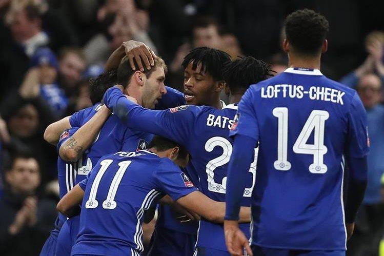 El Chelsea confirmó este miércoles la marcha del serbio Branislav Ivanovic al Zenit San Petersburgo. (Foto Prensa Libre: AFP)
