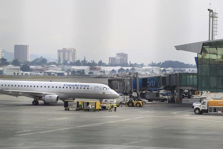 Seis vuelos se retrasaron en el Aeropuerto La Aurora por la falta de personal en las garitas de Migración. (Foto Prensa Libre: Hemeorteca PL)