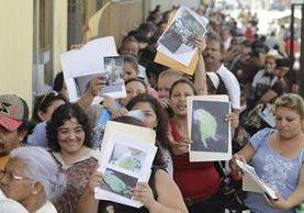 Masiva afluencia de personas se reportó el lunes en la sede central de Conap. (Foto Prensa Libre: Hemeroteca PL)