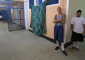 Privados de libertad en uno de los pasillos de la cárcel de Fraijanes 1 (Foto Prensa Libre: Hemeroteca PL)