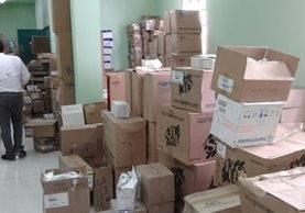 Una de las cuatro salas de cirugía del Hospital Nacional de Mazatenango se encuentra ocupada con cajas de insumos.(Foto Prensa Libre: Melvin popá)