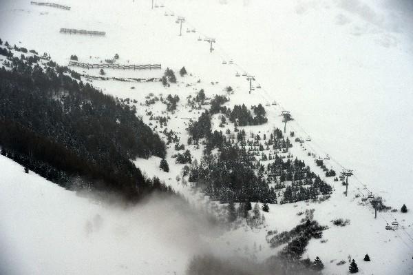 En la pistas de Les Deux Alpes, en los Alpes franceses después que una avalancha, el miércoles último.