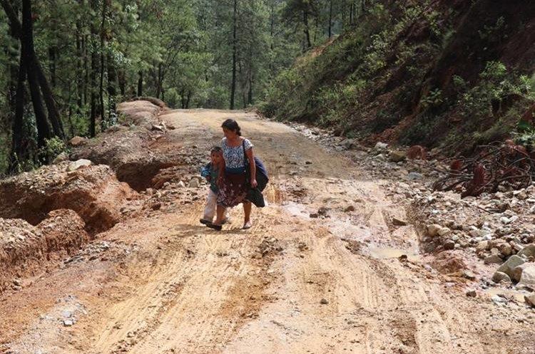El pésimo estado de las carreteras es el motivo de la manifestación. (Foto Prensa Libre: Héctor Cordero)