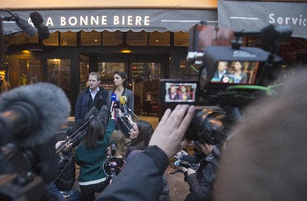 El bar La Bonne Bire fue el primero de los seis establecimientos atacados en París en reabrir sus puertas.