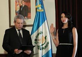 Ana Patricia Contreras Mejía al ser juramentada Secretaria de Bienestar Social este lunes. (Foto Prensa Libre: Gobierno de Guatemala).