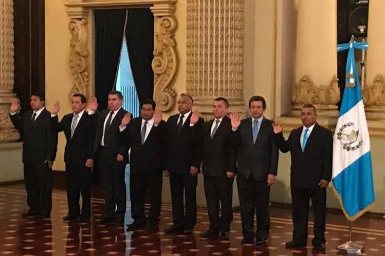 Los ocho gobernadores que nombró el presidente Jimmy Morales en marzo fueron suspendidos por las cortes del país, pero tales cambios fueron recurrentes desde el año pasado. (Foto Prensa Libre: Hemeroteca PL)