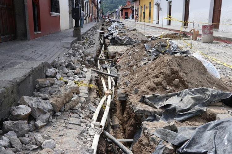 El proyecto consiste en el cambio de material de tubería y ampliación. (Foto Prensa Libre: Julio Sicán)