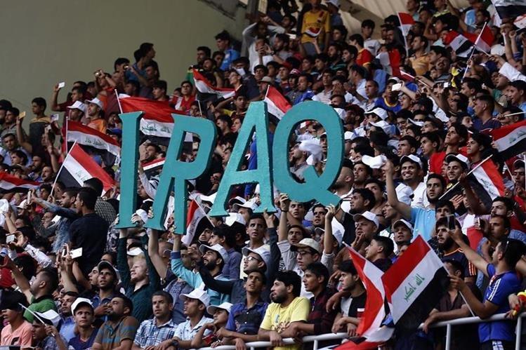 Afcionados iraquíes en un estadio de ese país. (Foto Prensa Libre: AFP).