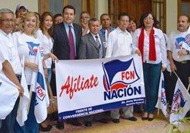 Integrantes de FCN-Nación junto al entonces candidato presidencial Jimmy Morales. (Foto Prensa Libre: Hemeorteca PL)