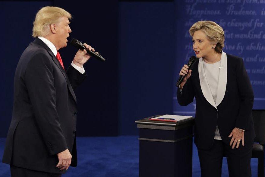 La campaña electoral estuvo marcada por fuertes señalamientos entre ambos candidatos. En la fotografía en uno de los debates televisivos. (Foto Prensa Libre: AP).