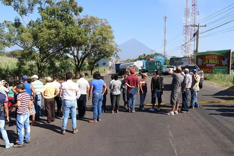 Lugar donde se registró el accidente en la ruta al suroccidente. (Foto Prensa Libre: Enrique Paredes).