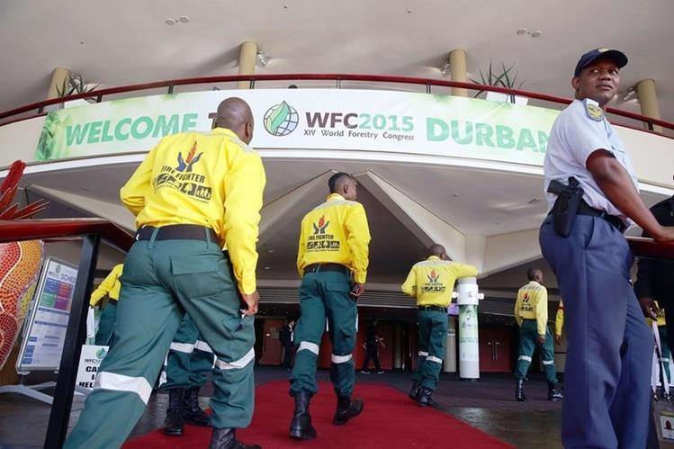Ingreso al lugar donde se efectúa el Congreso Mundial Forestal en Sudáfrica. (Foto PL-AFP)