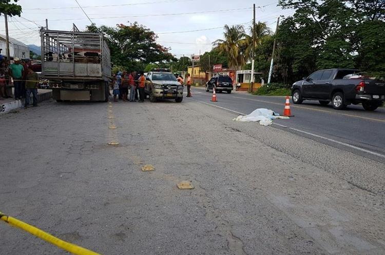 Lucrecia  Agustín Aquino murió arrollada en Río Hondo, Zacapa. (Foto Prensa Libre: Mario Morales).