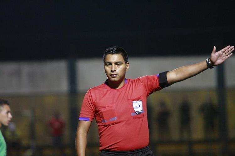 Bryan López tendrá a su cargo el juego entre Guastatoya y Comunicaciones. (Foto Prensa Libre: Hemeroteca PL)