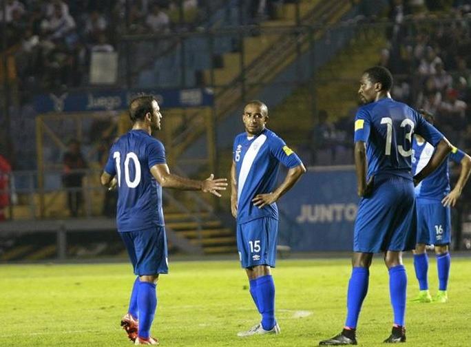 La Selección Nacional perdió en noviembre del 2015 contra Trinidad y Tobago, de local, eso hizo que Guatemala perdiera la oportunidad de avanzar a la hexagonal final. (Foto Prensa Libre: Hemeroteca PL)