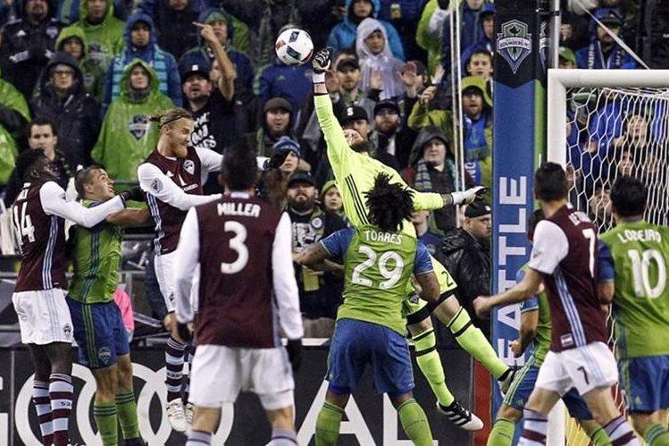 Una de las acciones del partido entre el Seattle Sounders y Colorado Rapids. (Foto: Univisión Deportes)