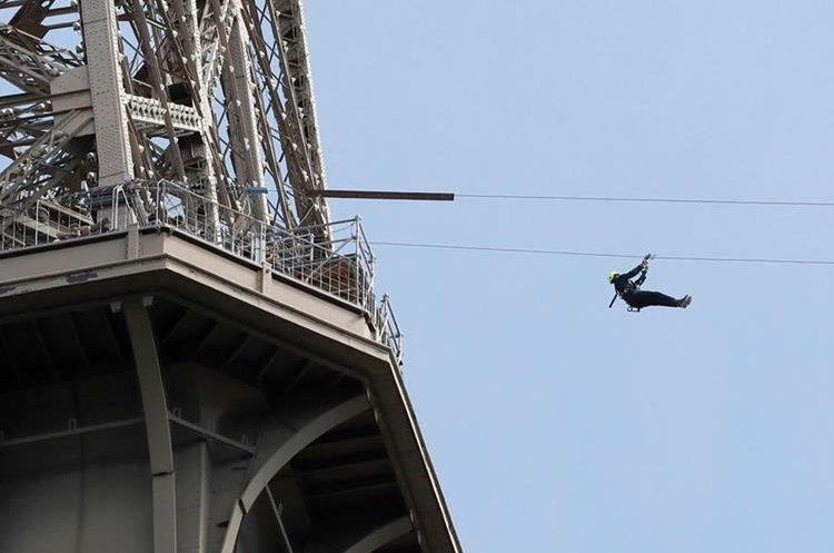 Los cables están colocados a 115 metros de la Torre Eiffe.