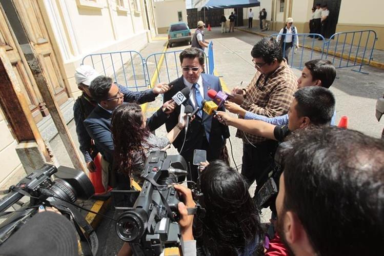 Ministro de Finanzas dice que es labor de la Contraloría evaluar el pago de bonos en el Ministerio de la Defensa y tomar medidas. (Foto Prensa Libre: Hemeroteca PL)