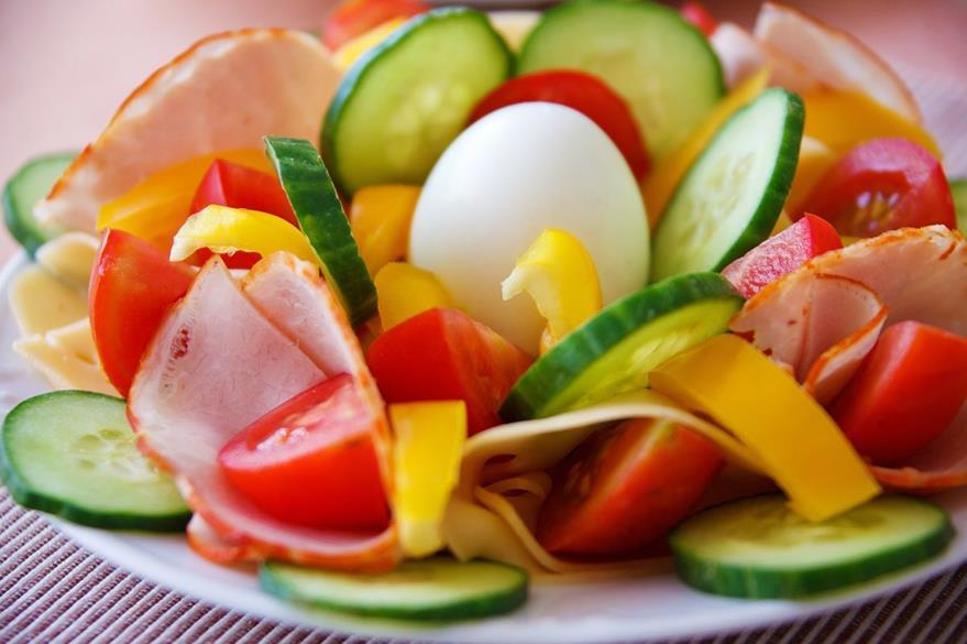 Una alimentación variada con mayor ingesta de frutas y verdura permitirá que el adulto mayor tenga una mejor nutrición. (Foto Prensa Libre: Hemeroteca PL).