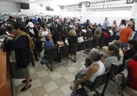 Pese a las quejas y peticiones de pacientes, la falta de medicamentos es constante. (Foto: Paulo Raquec)