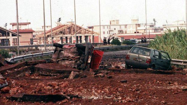 Este es el aspecto del lugar del atentado en el que el juez Falcone perdió la vida. EPA