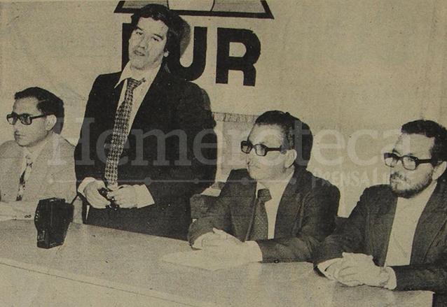 Una de las últimas fotografías del licenciado Colom Argueta, al dar a conocer la inscripción de su partido Frente Unido de la Revolución. Días después sería asesinado. (Foto: Hemeroteca PL)