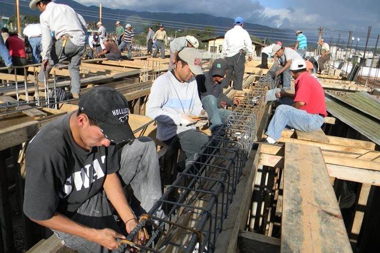 La construcción podría repuntar al amparo de los precios estables de insumos. (Foto Prensa Libre: Hemeroteca PL)