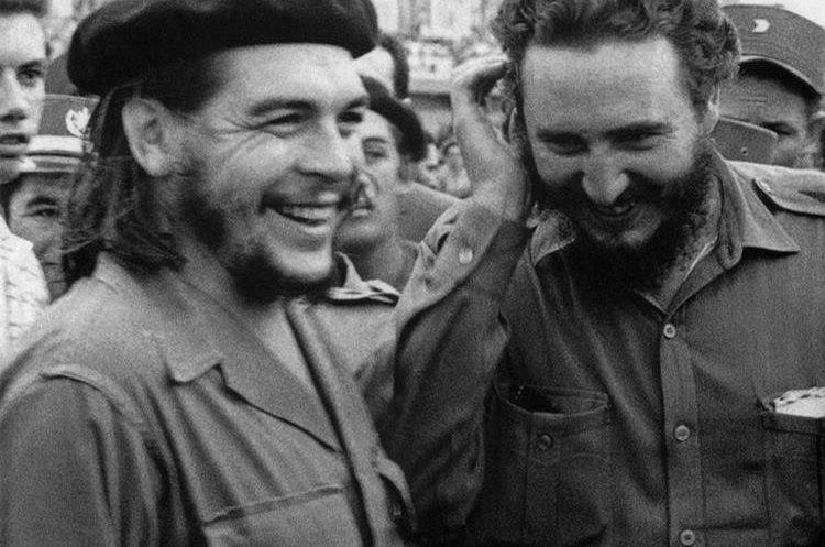 Fidel Castro y Che Guevara en la década de 1960. (Foto: AFP)