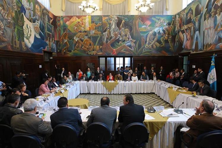 Bancada oficial y el Ejecutivo insisten en aprobar el presupuesto del 2018 y que Javier Hernández dirija el Congreso, pese a desgaste. (Foto Prensa Libre: Hemeroteca PL)
