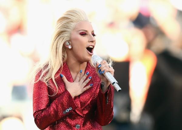 Lady Gaga se robó las miradas. (Foto Prensa Libre: AFP)