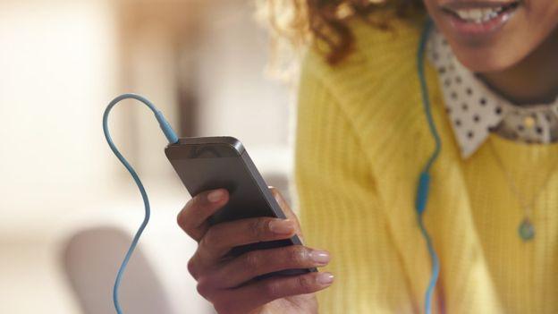 Desde sus inicios, el iPhone estuvo vinculado a la música. (GETTY IMAGES)