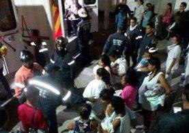 54 niños fueron evacuados de un hospital infantil de Caracas. (Foto Prensa Libre: Madelein Garcia)