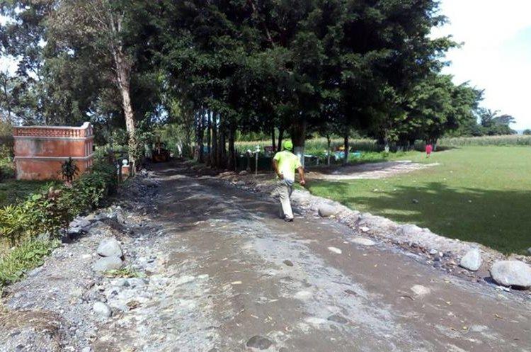 La ruta alterna a Retalhuleu que atraviesa El Palmar se encuentra en malas condiciones. (Foto Prensa Libre: Carlos Ventura)