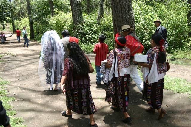 Las adolescentes indígenas son más vulnerables a ser obligadas por sus padres a contraer matrimonio. (Foto Prensa Libre: Hemeroteca PL)