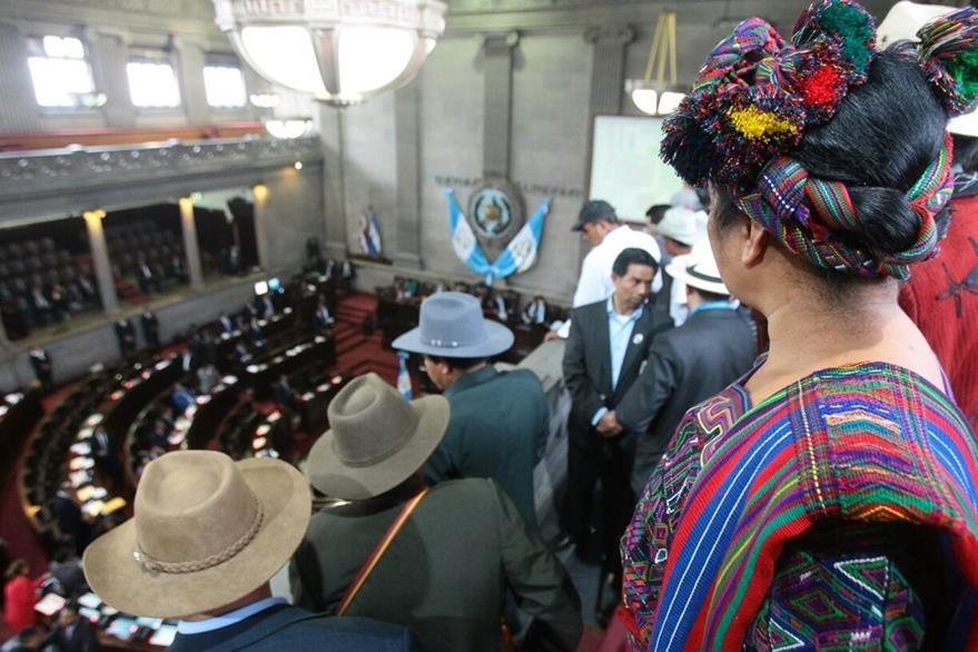 Organizaciones indígenas presenciaron la sesión plenaria donde no hubo acuerdo en reformas a la Constitución. (Foto Prensa Libre: Álvaro Interiano)