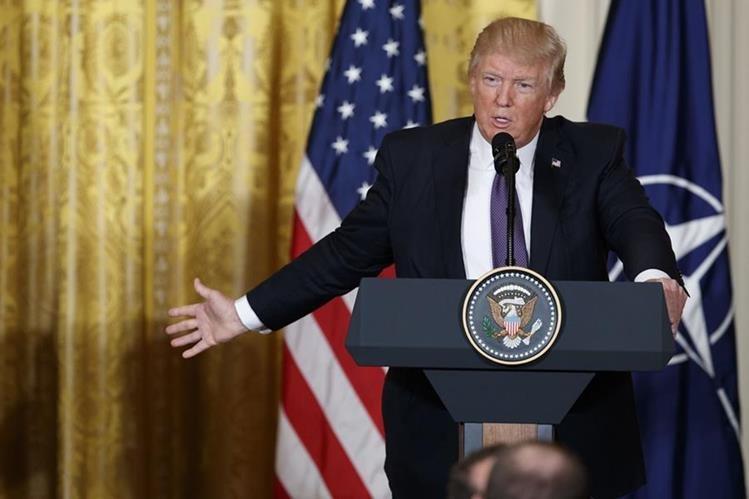 Donald Trump afirma que pandillas están retrocediendo. (Foto Prensa Libre: AFP)