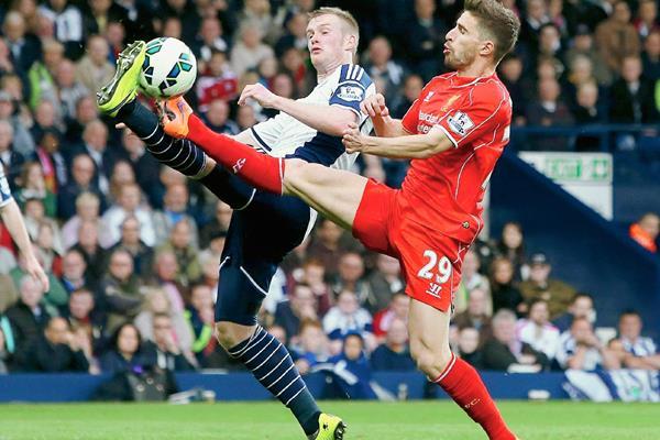 El empate deja al Liverpool opaca sus posibilidades de avanzar a Champions. (Foto Prensa Libre:AFP)
