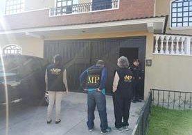 Agentes del MP catean una casa en busca de Jabes Meda Maldonado. (Foto: MP)