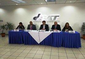 Funcionarios de SAT y Finanzas explican las exoneraciones fiscales. Foto: Urías Gamarro)