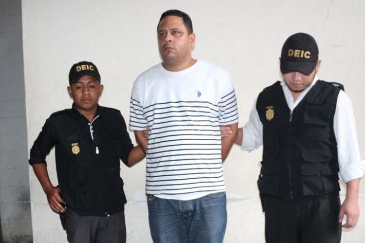 Bleylis Enrique Romero Díaz luego de ser detenido. (Foto Prensa Libre: PNC).