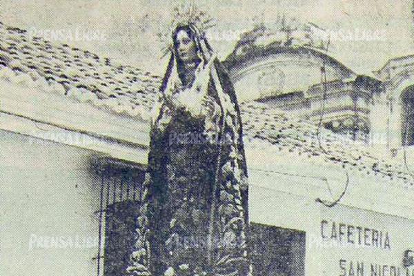 Procesión de la Reseña, Santísima Virgen de Dolores de la Merced, Martes Santo de 1965. Foto: Hemeroteca PL