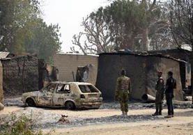 Soldados llega a la escena del atentado en Dalori, Nigeria.